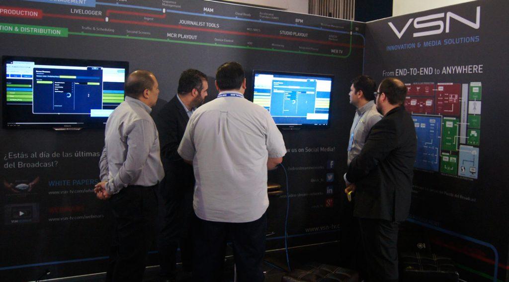 VSN's Sales Director for LATAM region, Roberto Duif, showing VSN's latest developments at Expo cine vídeo y televisión 2016.